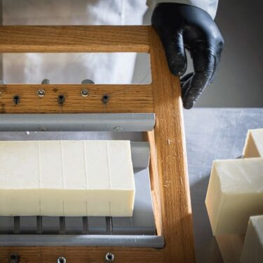 Λευκό σαπούνι ελαιολάδου - Ψυχρής μεθόδου - 100 γραμμάρια